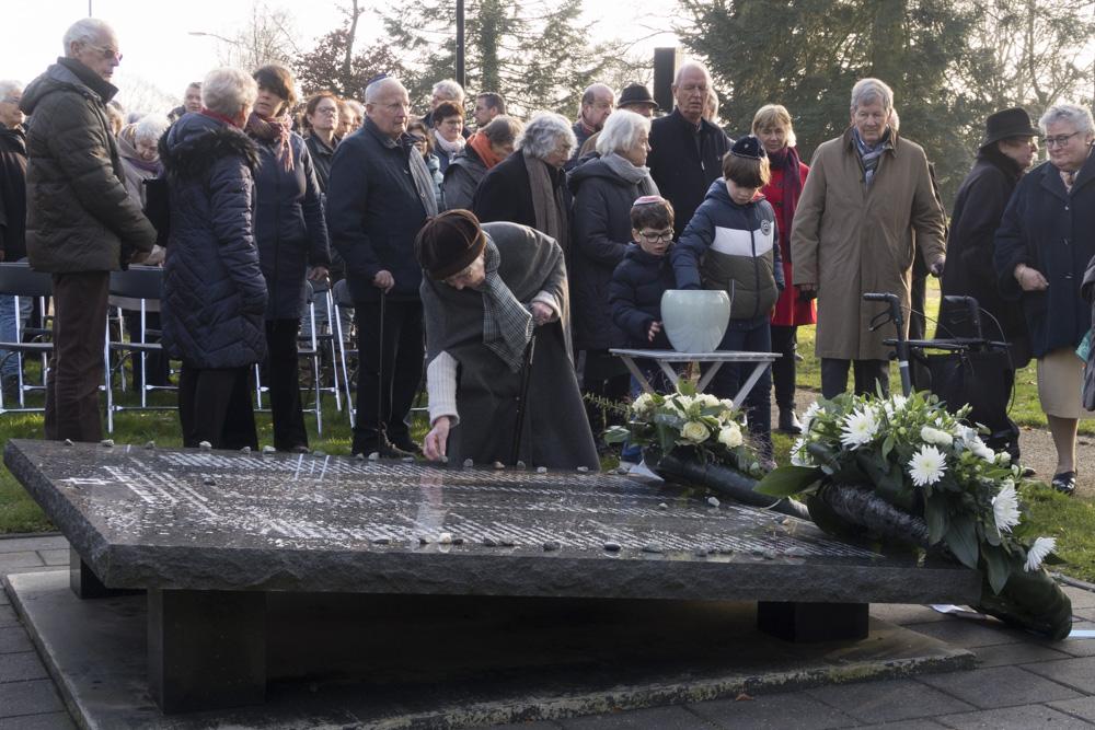 Fotoverslag Jaarlijkse Holocaustherdenking bij Joods monument Ede