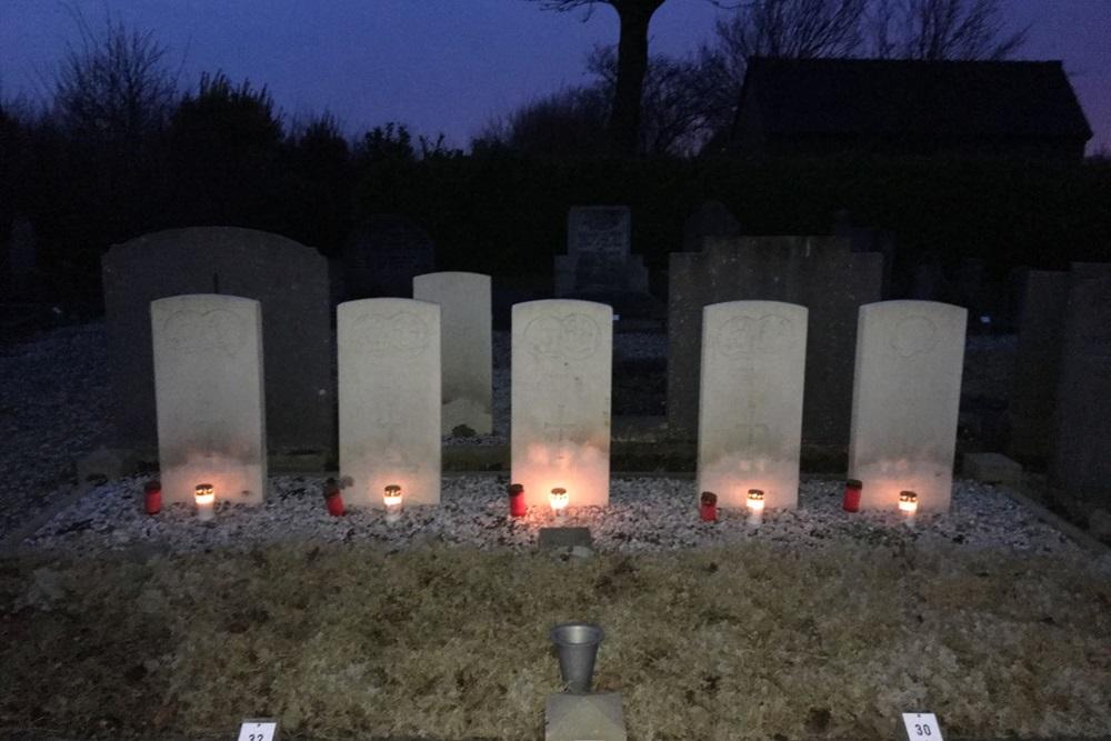 Extra foto's Lichtjes op Oorlogsgraven