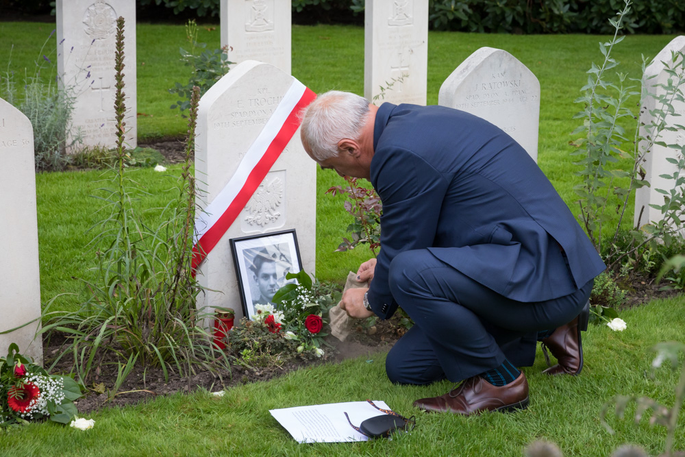 21-09: Photo report Ceremony headstone with name for unknown Polish soldier