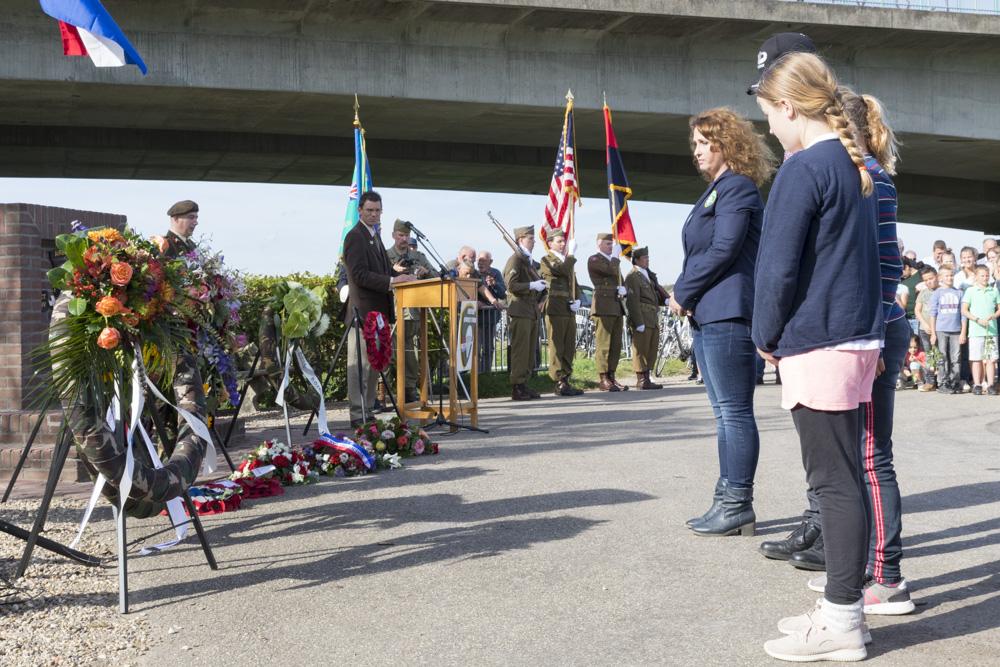 Fotoverslag Herdenking monument 101st Airborne Division Heteren