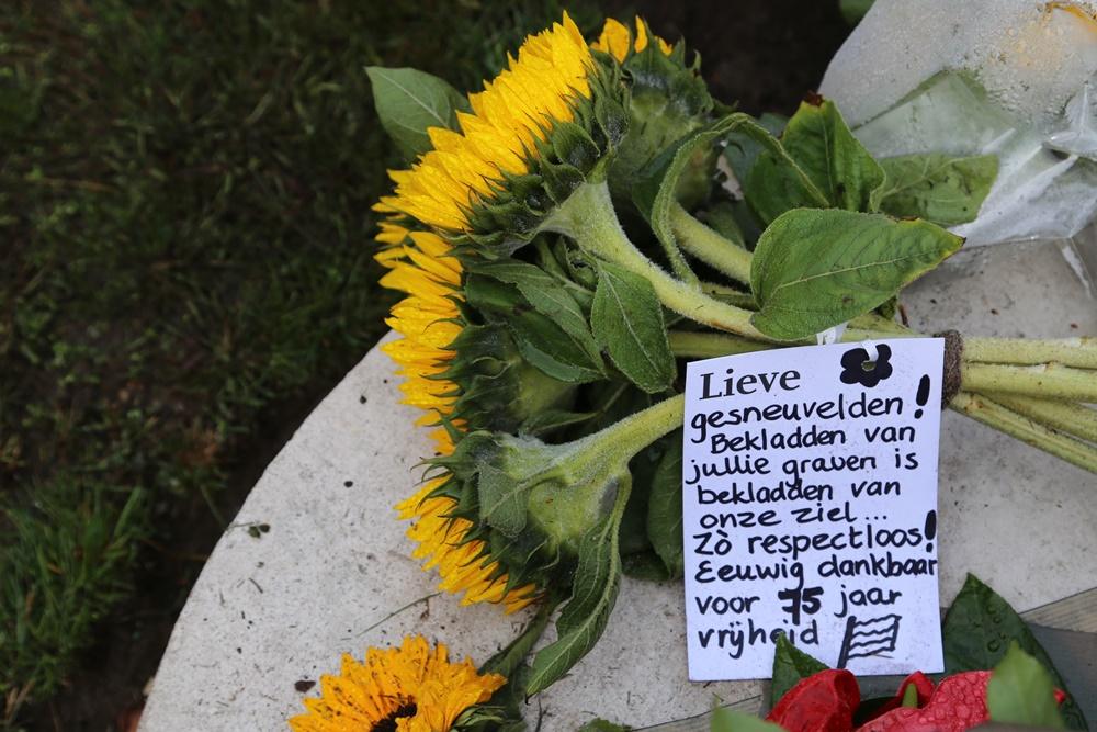 Fotoverslag ceremonie Oorlogsbegraafplaats Mierlo