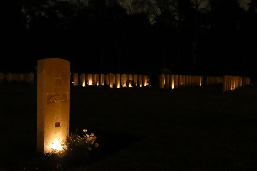 Fotoverslag: Lichtjes op oorlogsgraven