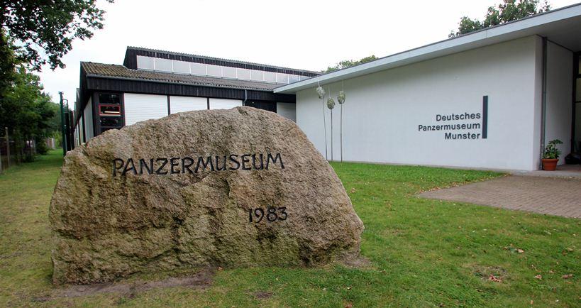 Tiger voor het Deutsches Panzermuseum te Munster