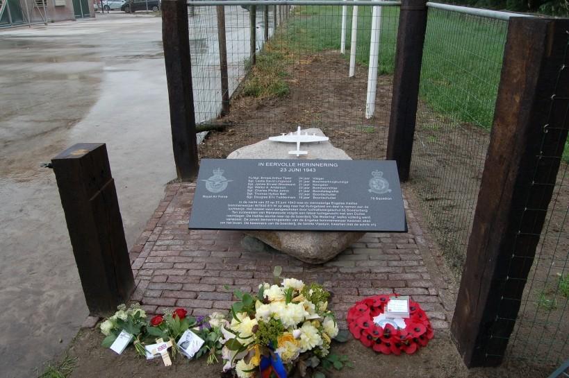 Photospecial unveiling memorial Halifax W7930