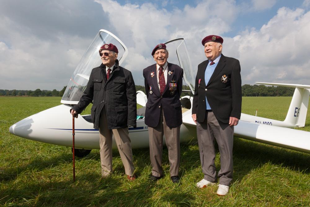 Fotoverslag Veteranen vliegen met zweefvliegtuigen naar hun voormalige landingsveld