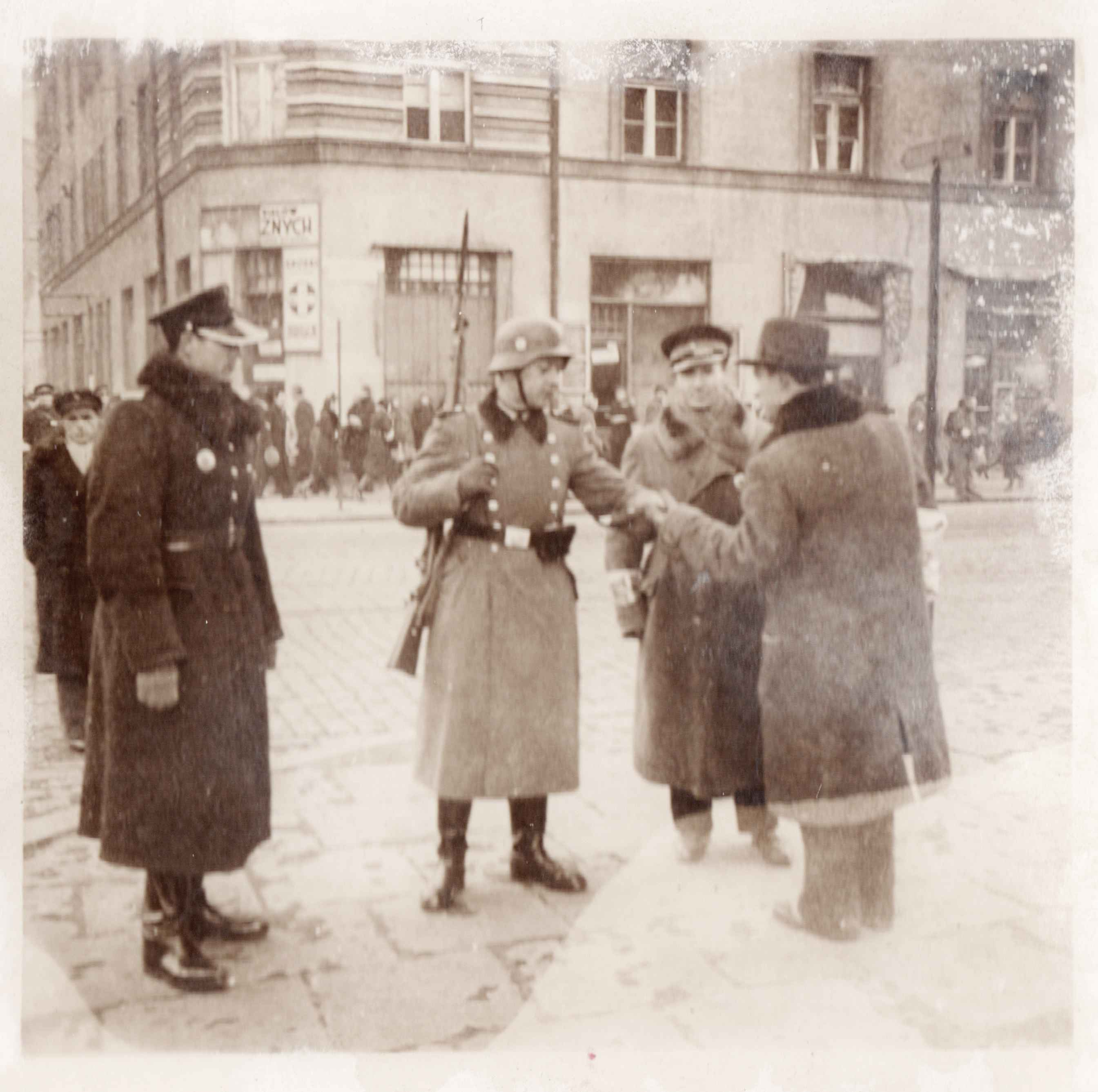 TracesOfWar obtains unique photographs of Warsaw and the Jewish ghetto
