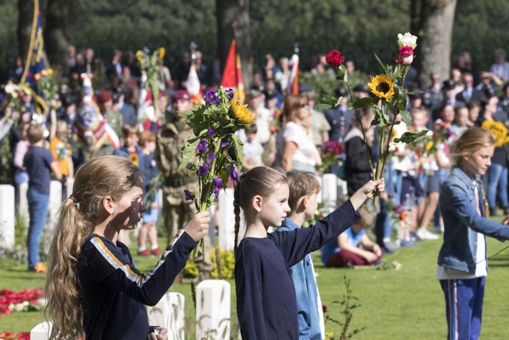 Fotoverslag herdenking Airborne begraafplaats Oosterbeek