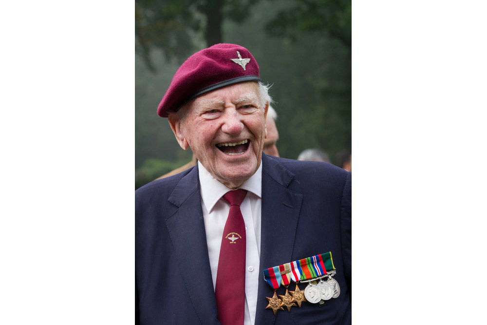 10-04: Arnhem veteran Les Fulles passed away