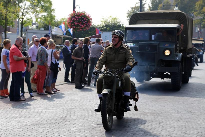 Fotoverslag ceremonie monument Mierlo-Hout