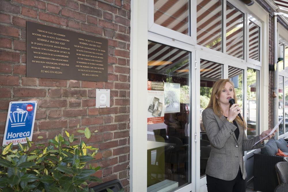 Onthulling plaquette Hendrika van der Vlist