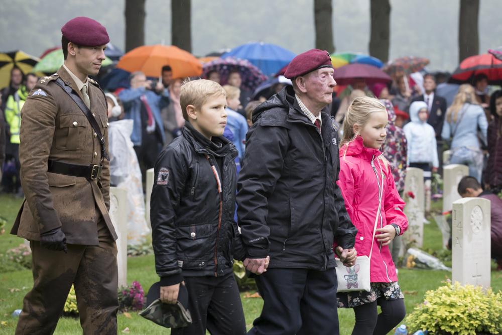 Airborne herdenking begraafplaats Oosterbeek