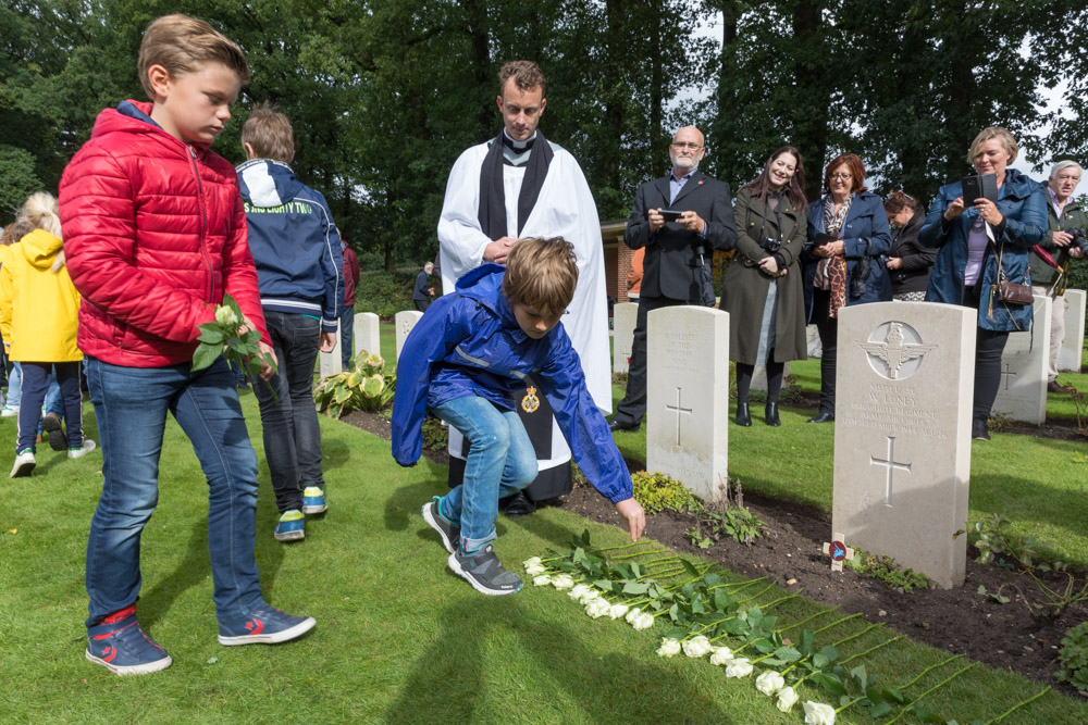 Photo Report rededication of the grave of L/Cpl William Loney