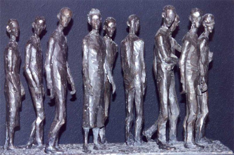 Rinus kan indrukwekkende foto van Auschwitz-herdenking niet loslaten en maakt er een plaquette van.