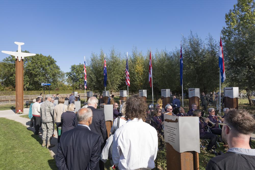 Fotoverslag Onthulling gedenkteken 'Vliegers in het vuur'