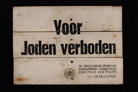 Amsterdam plaatst spiegel op plek 'Voor Joden verboden'
