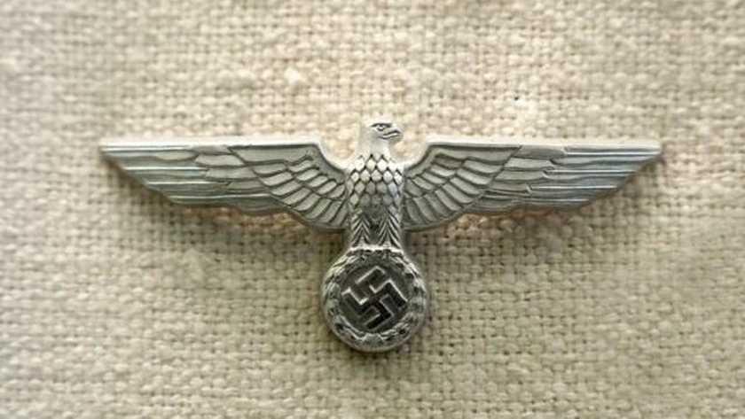 Nazi-schat gevonden achter verborgen wand nadat muur nat is geworden door overstromingen