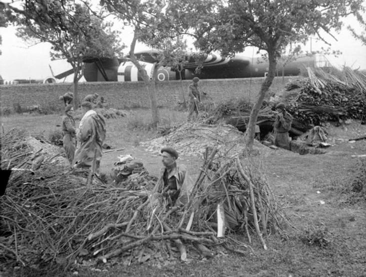 Photo: British Airborne Troops.