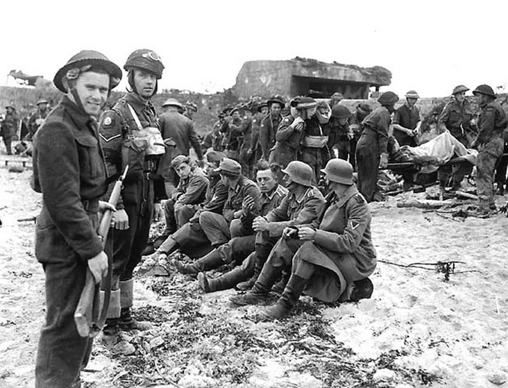 Photo: Canadians Contribute to the Haul of Prisoners.